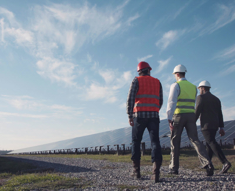 A group of engineer discussing while walking